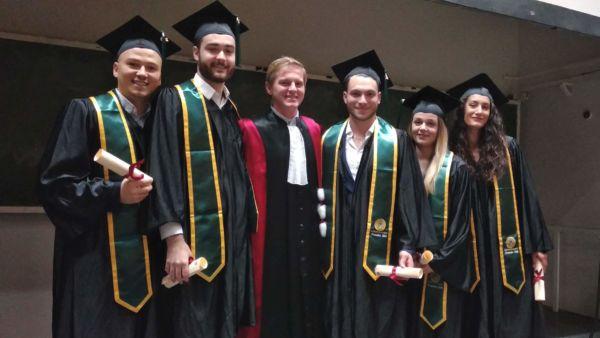Les diplômés de la promo 2018 Option Dispositifs médicaux : de la conception à la commercialisation avec M Garric