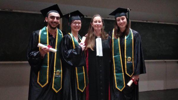 Les diplômés de la promo 2018 Option Management de projet en Environnement Santé avec Mme Gomez