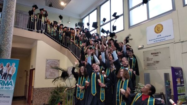 Lancé des chapeaux des nouveaux diplômés